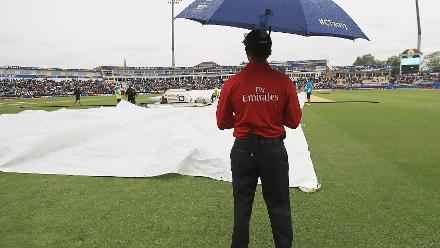 After Australia reached 53 for 3 in nine overs, rain interrupted play and forced abandonment