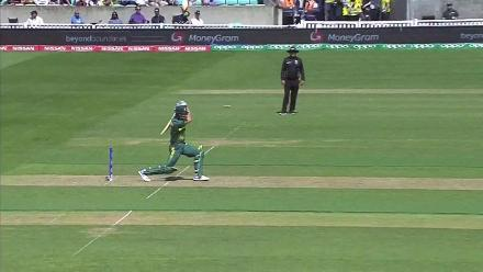 WICKET: Chris Morris run-out courtesy a direct hit by Tharanga