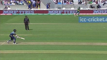 WATCH: Brilliant fielding by AB de Villiers