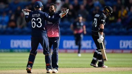New Zealand Lose  Quick Wickets
