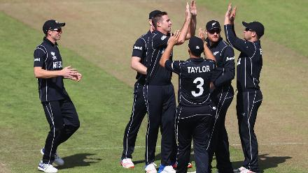Tim Southee rattled the Bangladesh top order, picking up three quick wickets