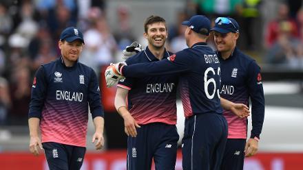 Mark Wood's 4 for 33 in 10 overs kept Australia to 277 for 9 despite Travis Head's heroics.
