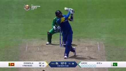 WICKET: Angelo Mathews is dismissed by Mohammad Amir for 39