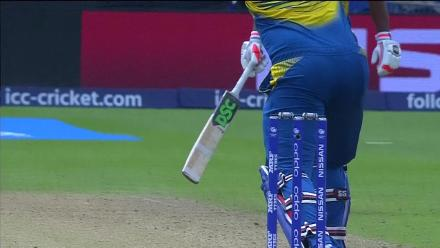 WICKET: Thisara Perera is dismissed by Junaid Khan for 1