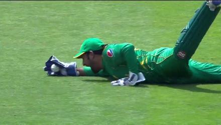 Sarfaraz diving catch