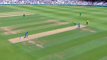 WICKET: Amir dismisses Kohli after reprieve