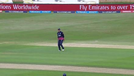 WICKET: Smriti Mandhana dismissed for 90 by Heather Knight