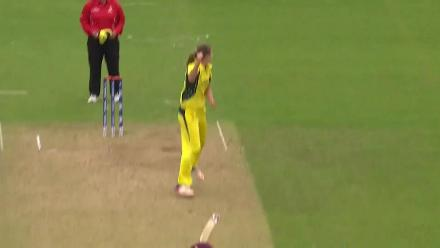 WICKET: Deandra Dottin falls to Ellyse Perry for 29