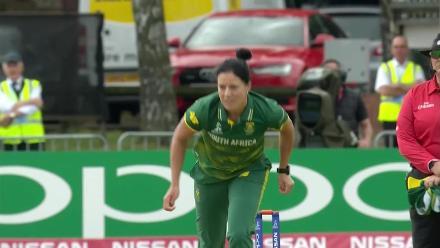 WICKET: Afy Fletcher is bowled by Marizanne Kapp