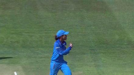 WICKETS: Nashra Sandhu and Diana Baig gift Ekta Bisht a five-for