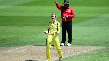 Jess Jonassen struck thrice in her 10 overs, stymying New Zealand's run flow.