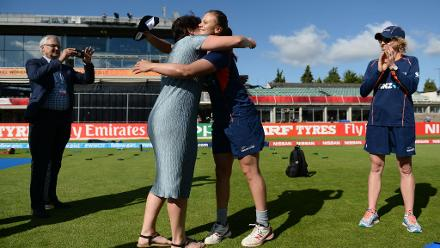 Suzie Bates is presented with a cap to mark her 100th appearance by Former New Zealand player Paula Flannery.
