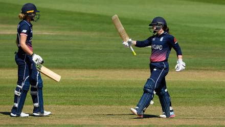 Tammy Beaumont brings up her fifty.