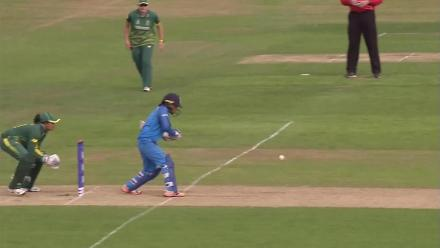WICKET: Sune Luus picks up Ekta Bisht's wicket