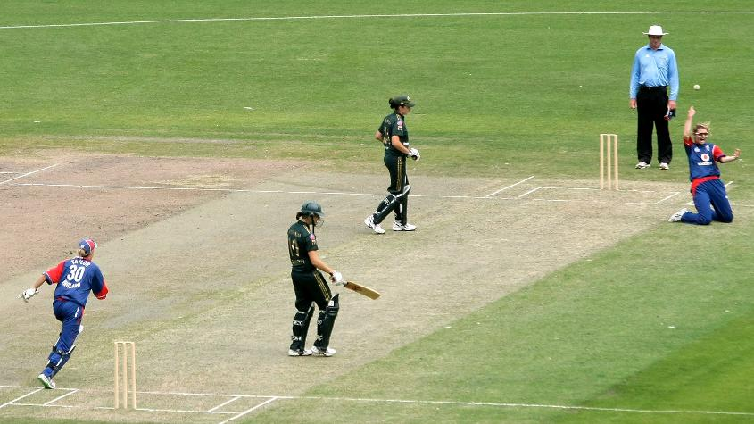Charlotte Edwards took the final wicket – a caught and bowled to dismiss Emma Sampson – to seal an emphatic victory.