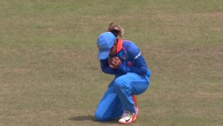 WICKET: Sune Luus falls to Jhulan Goswami for 16