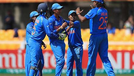 Harmanpreet Kaur is congratulated for the dismissal of Lizelle Lee