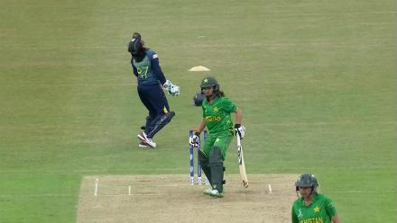 WICKET: Kainat Imtiaz is dismissed by Ama Kanchana