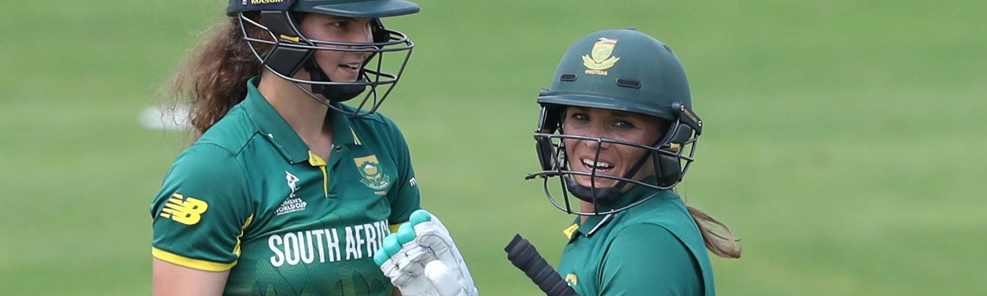 Laura Wolvaardt and Mignon Du Preez of South Africa