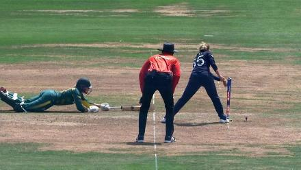 WICKET: Dane van Niekerk is run-out by Natalie Sciver for 27
