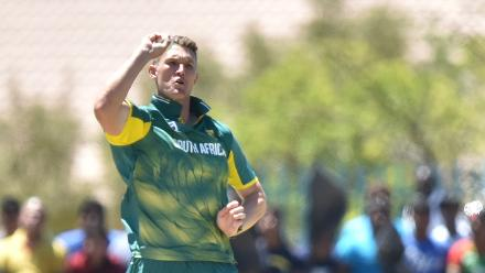 Dwaine Pretorius finished with figures of 2 for 48 in ten overs.