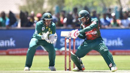 Mushfiqur Rahim put on solid partnerships with Shakib Al Hasan and Sabbir Rahman.