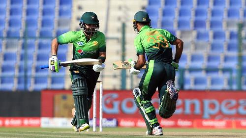 Pakistan were once again on the ropes with both openers being dismissed cheaply.