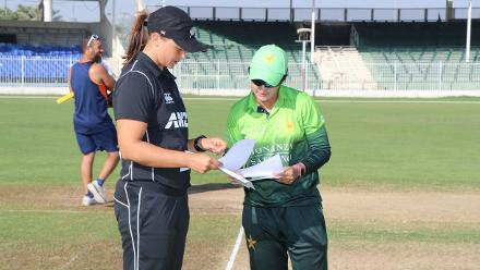 Suzie Bates and Bismah Maroof at the toss, New Zealand won the toss and chose to bat first.