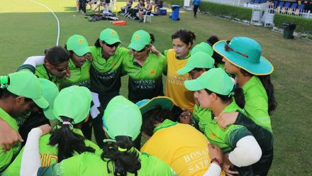Pakistan team huddle