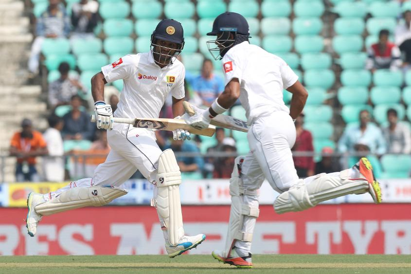 Dimuth Karunaratne and Dinesh Chandimal shared a crucial 62-run partnership for the fourth wicket.