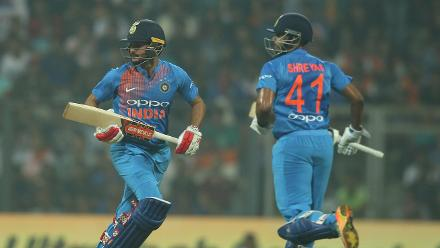 Shreyas and Manish Pandey put on a 42-run partnership for the third wicket.