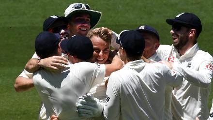 Tom Curran made his Test debut in place of Craig Overton but suffered heartbreak after overstepping on his dismissal ball to Warner, denying him his maiden Test wicket.