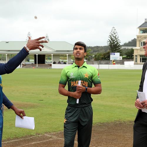 The coin toss with Sri Lanka captain Kamindu Mendis (L), Pakistan captain Hassan Khan (C) and ICC match referee Jeff Crowe (R)