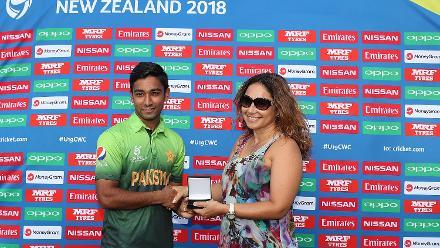Player of the match Ali Zaryab of Pakistan with Diana Puketapu