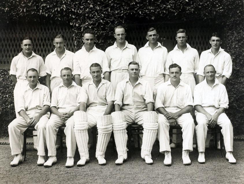 Bert 'Dainty' Ironmonger (back row, third from left) as part of the Australia team for the 5th Ashes Test in Sydney in 1933