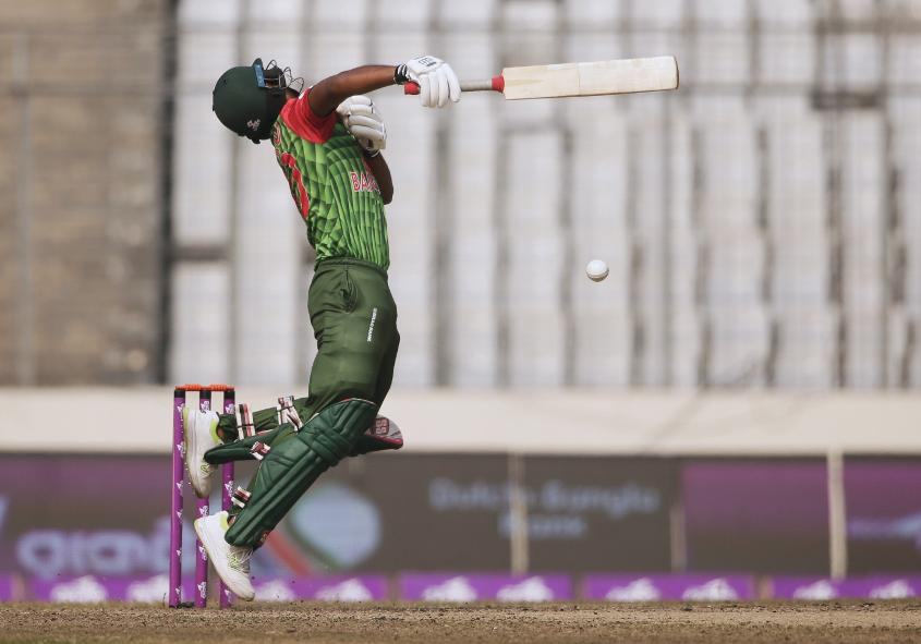Bangladesh's batsmen found it tough going against Sri Lanka's seamers