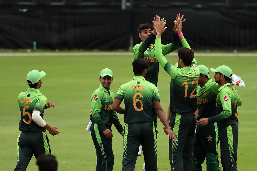 Shaheen Afridi: so tall his teammates have to jump to high-five him
