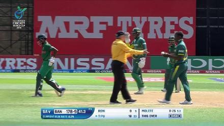 Roni is run-out after a mix-up to end the Bangladesh innings against South Africa