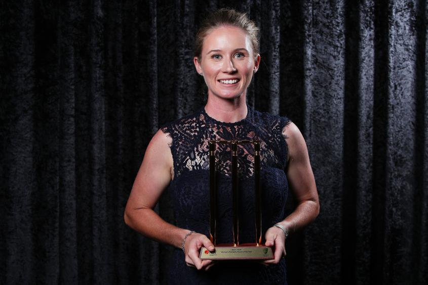 Beth Mooney poses with the award for Women's Domestic Player of the Year during 2018 Allan Border Medal Ceremony
