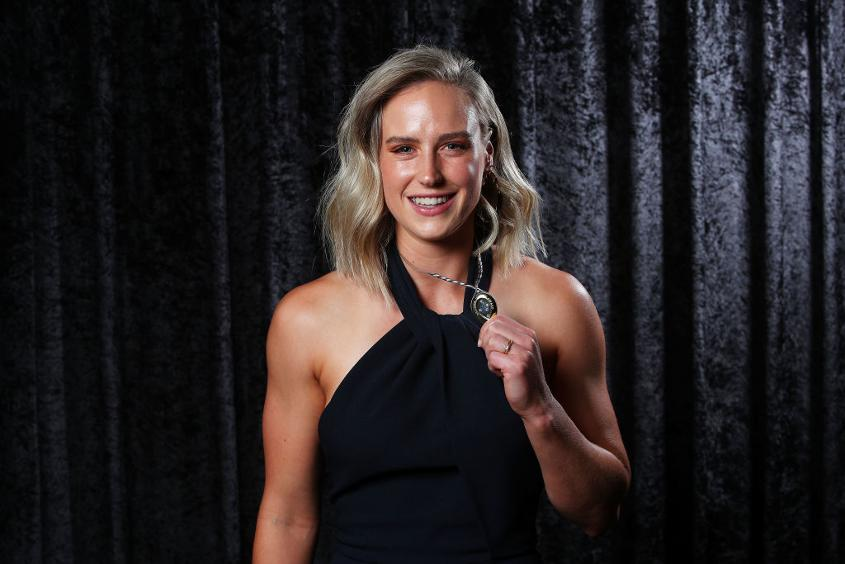 Ellyse Perry poses with the Belinda Clark Award during the 2018 Allan Border Medal