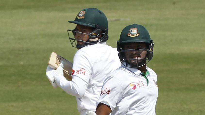 Mushfiqur Rahim (L) and Shakib Al Hasan kept Bangladesh in the game with runs in the first innings