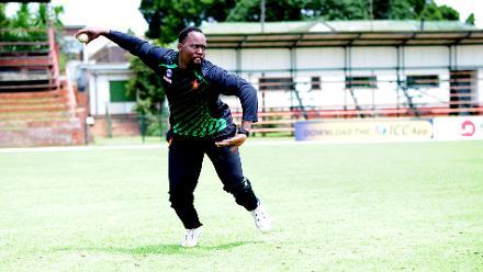 Hamilton Masakadza pulls all the stops in Zimbawe's practice session.