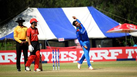 Afghanistan spinner Sharafuddin Ashraf in action against Hong Kong in group B of the ICC Cricket World Cup Qualifiers Trophy at Bulawayo Athletic Club, March 8 2018 (©ICC).