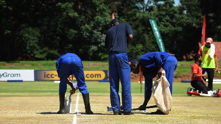 Groundsman check the field of play at BAC before the Afghanistan and Hong Kong ICC Cricket World Cup Qualifier in Bulawayo, 08 March 2018 (©ICC).