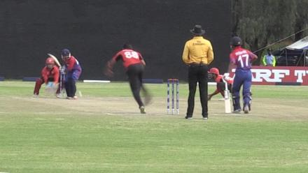 Shahid Wasif takes a screamer at short leg