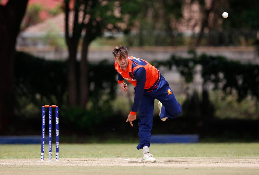 Pieter Seelaar picked up two wickets