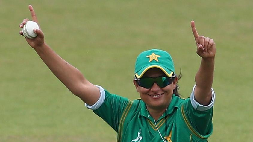 Sana Mir bowled an outstanding spell, returning 4/32