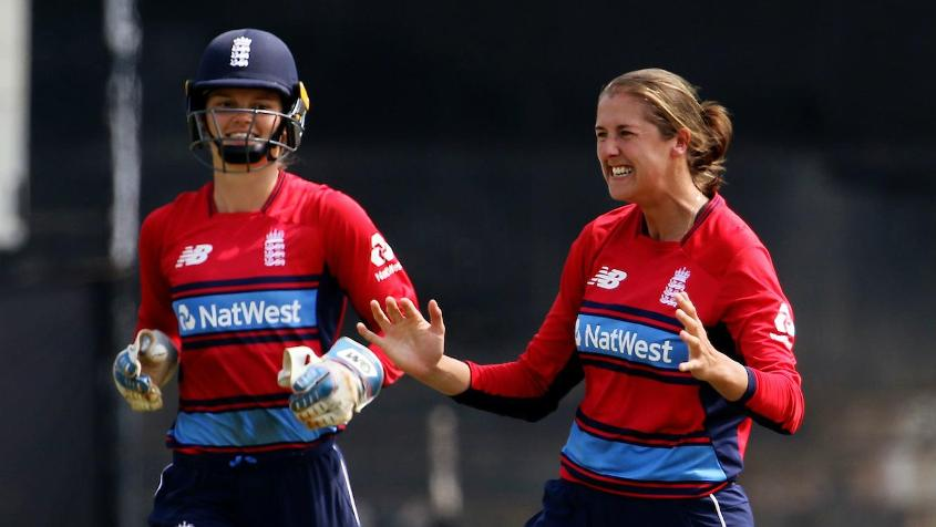 Jenny Gunn picked up the wickets of Ashleigh Garner and Alyssa Healy in the eighth over