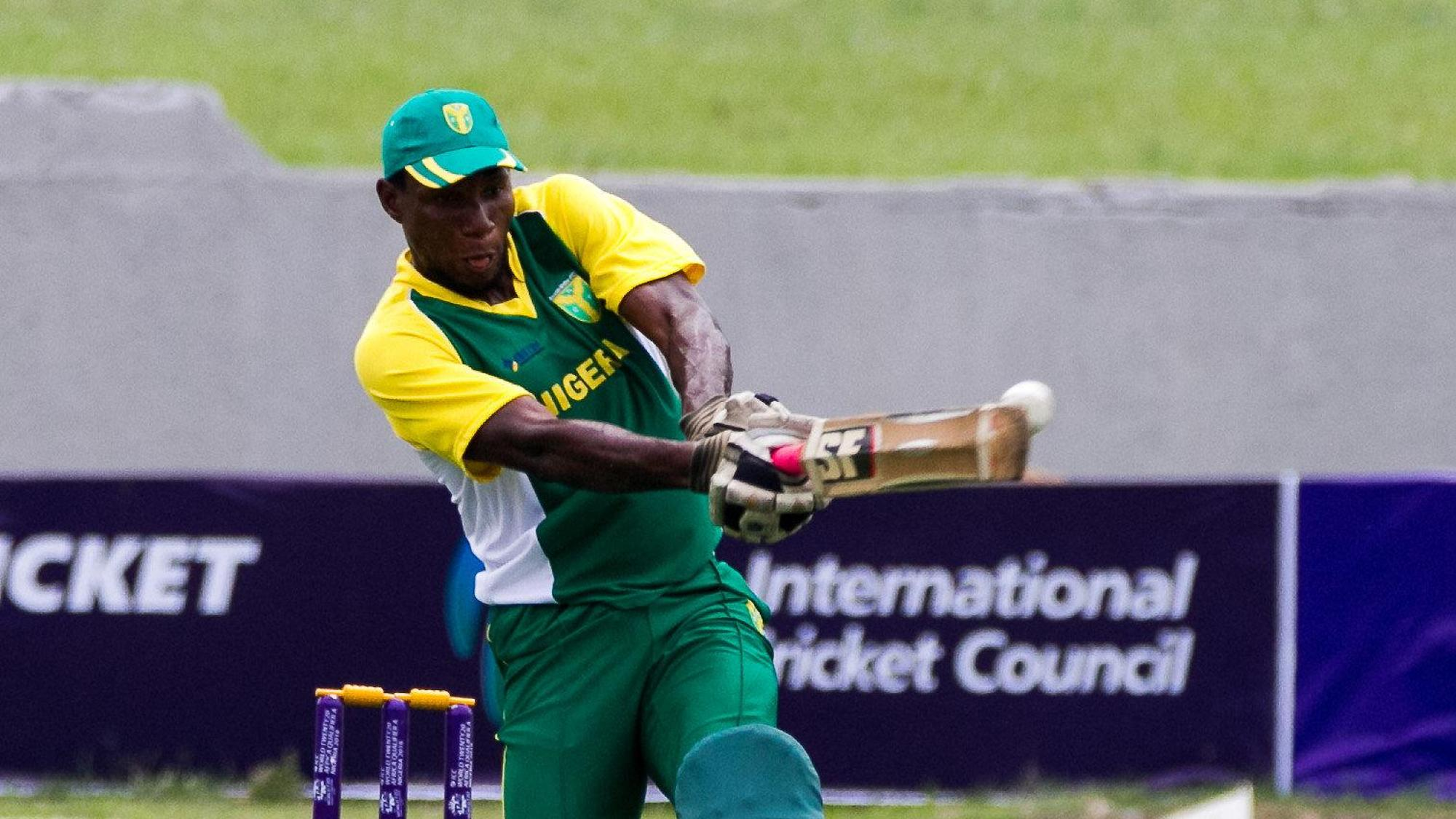 Chimezie Onwuzilike (Nigeria) pulls a short ball