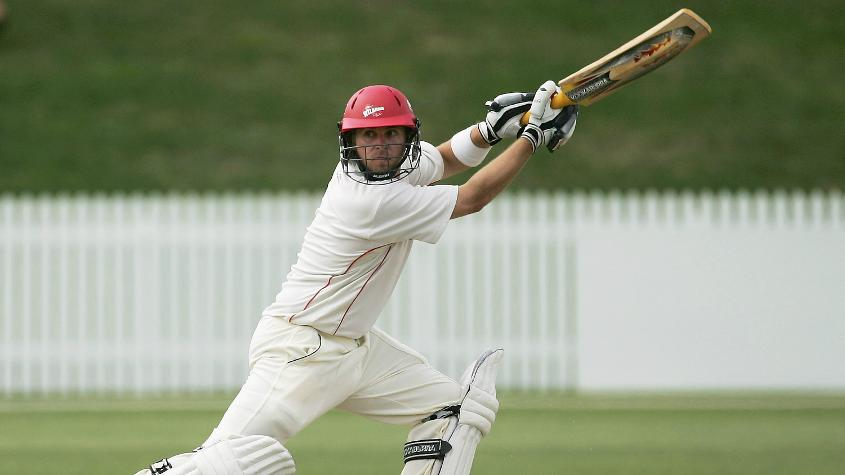 Papps played 188 first-class games for Canterbury and Wellington, amassing 12,994 runs at 38.66 with 33 centuries